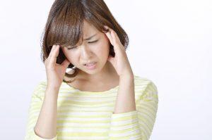 偏頭痛の女性